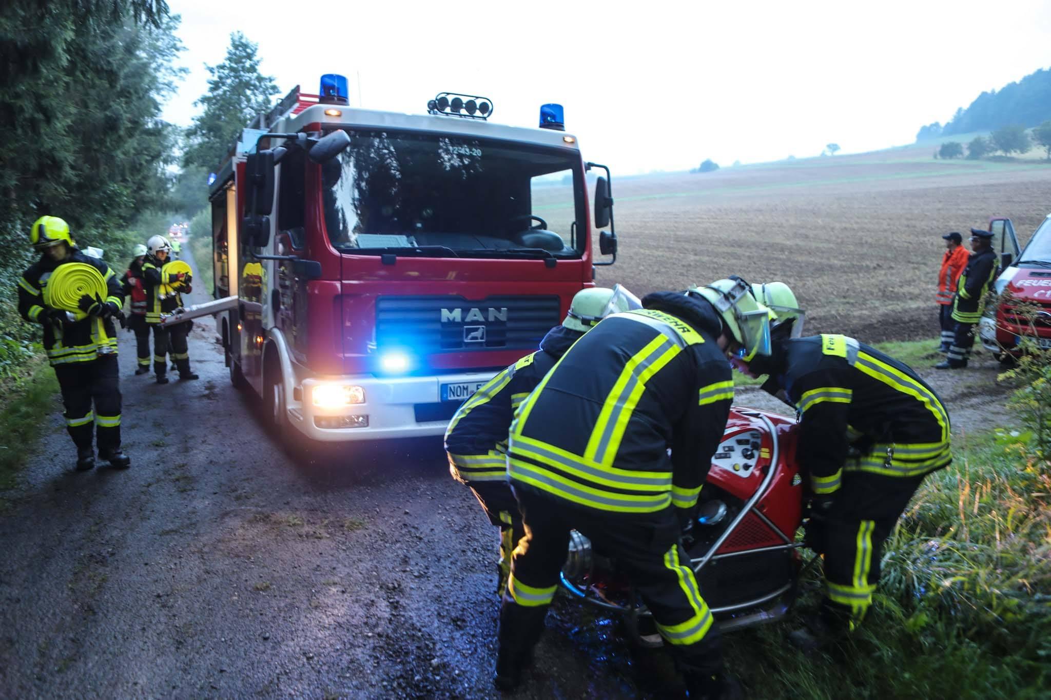 Übung: Trecker brennt in Wald bei Oldenrode