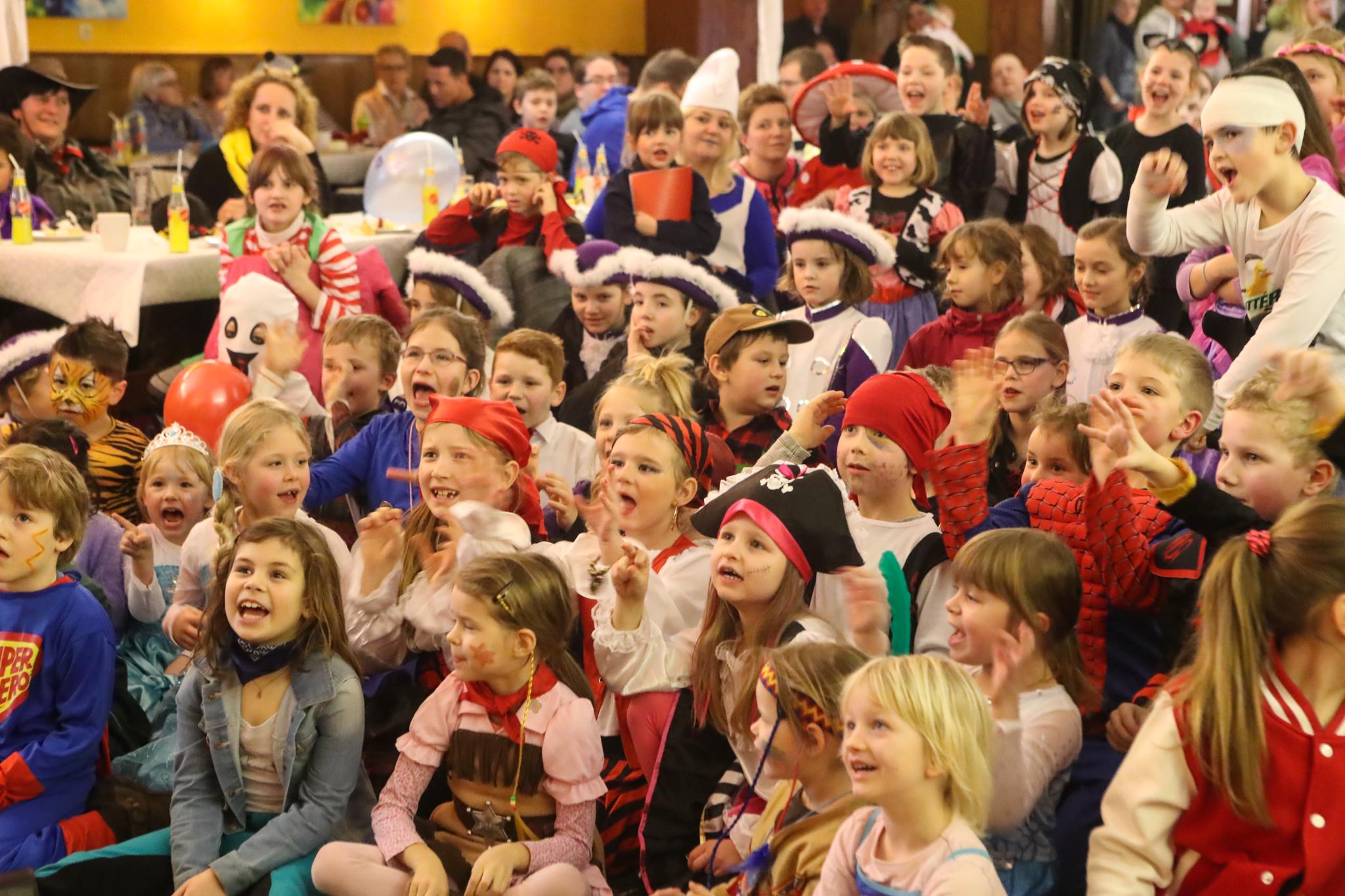 Große Karnevalsparty: Zehn Jahre Kinderfeuerwehr Opperhausen