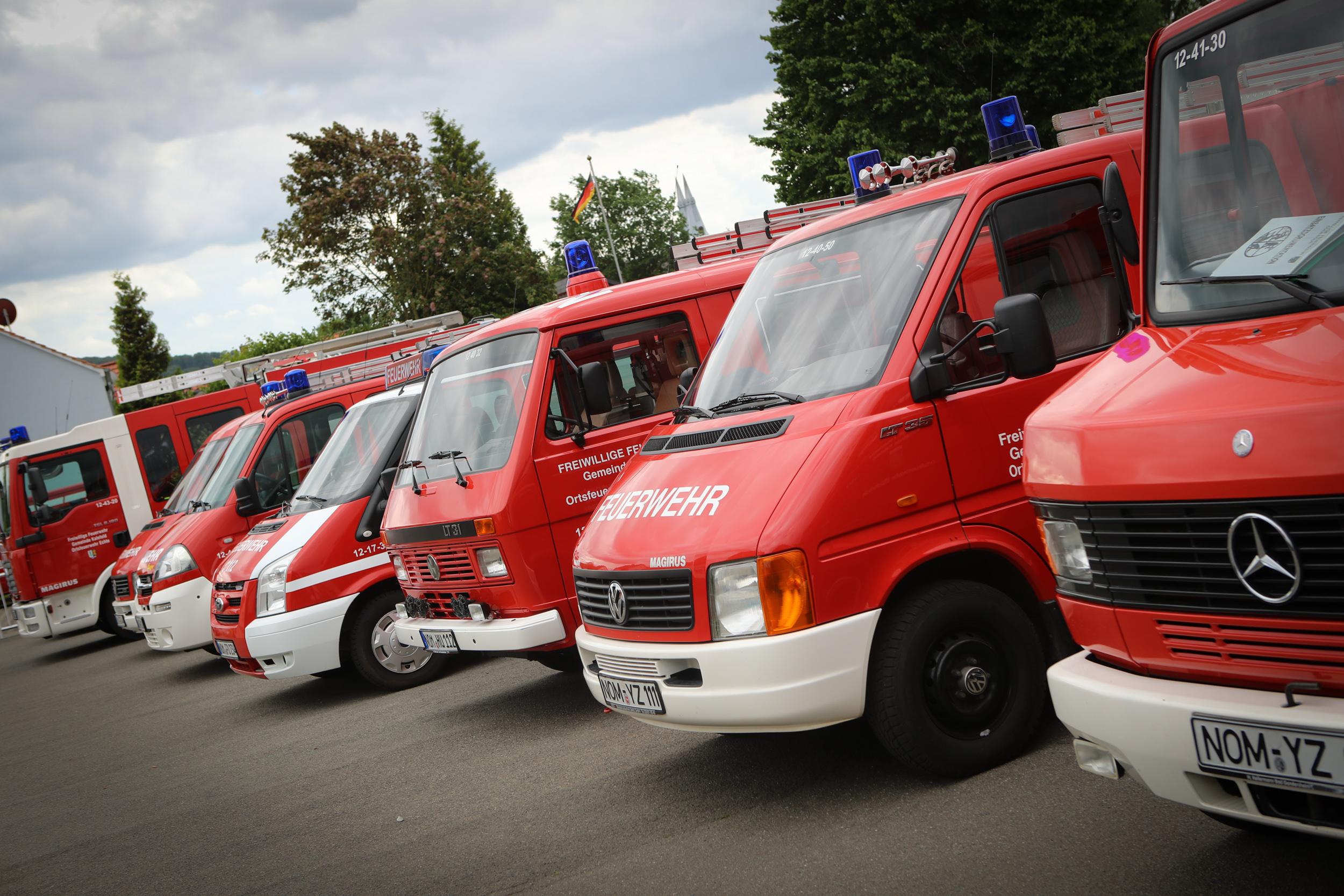 Freiflächenbrand an A7: Fünf Feuerwehren im Einsatz