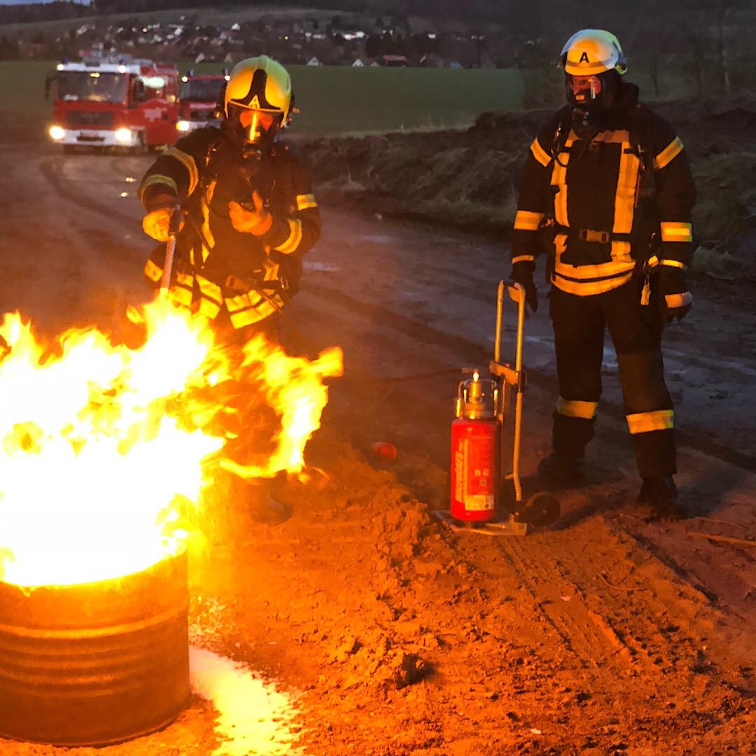 Einsatzübung: Gefahrstoffeinsatz an der A7