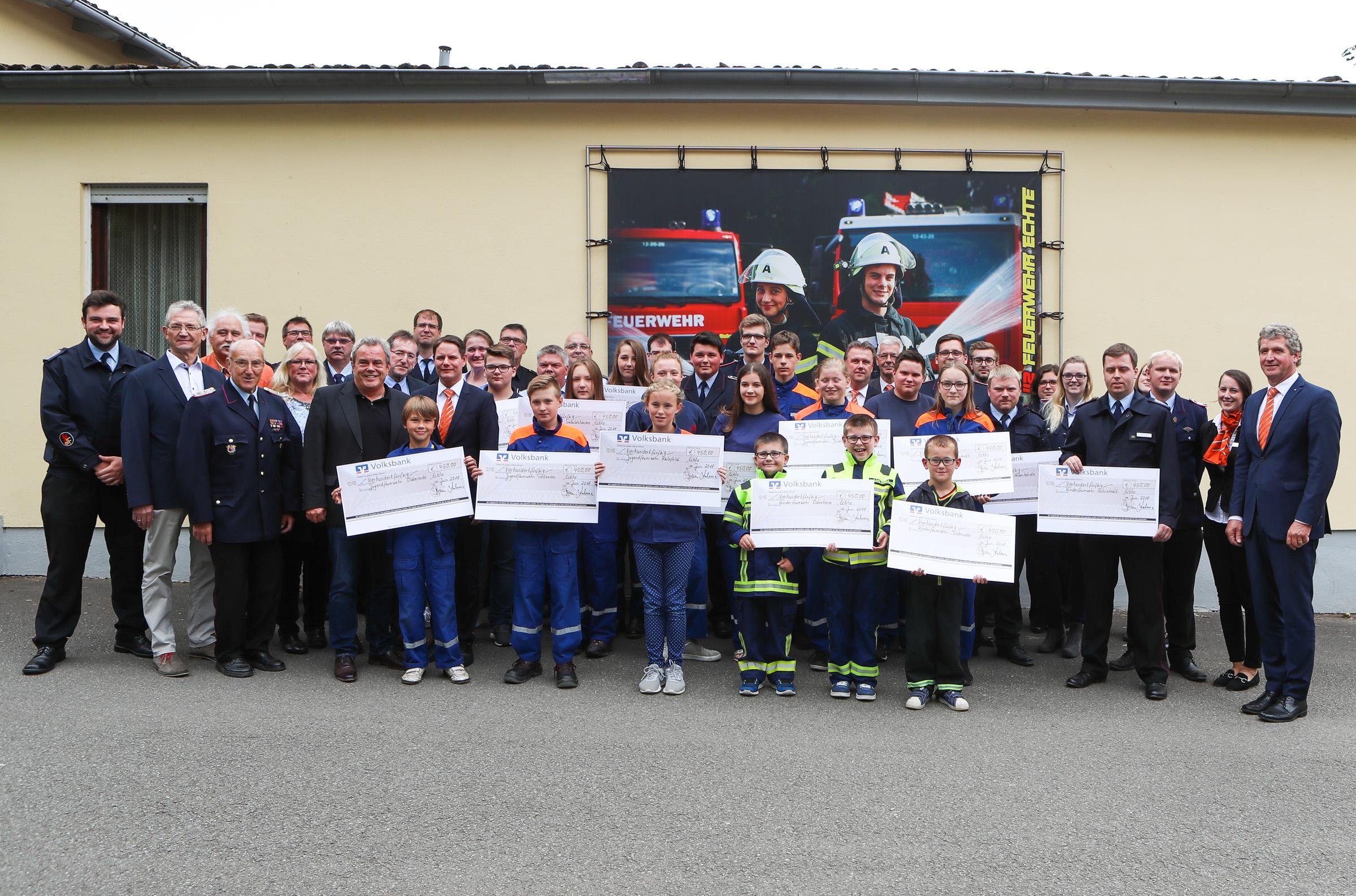 Volksbank spendet 6750 Euro für Kinder- und Jugendfeuerwehren im Raum Bad Gandersheim und Altes Amt