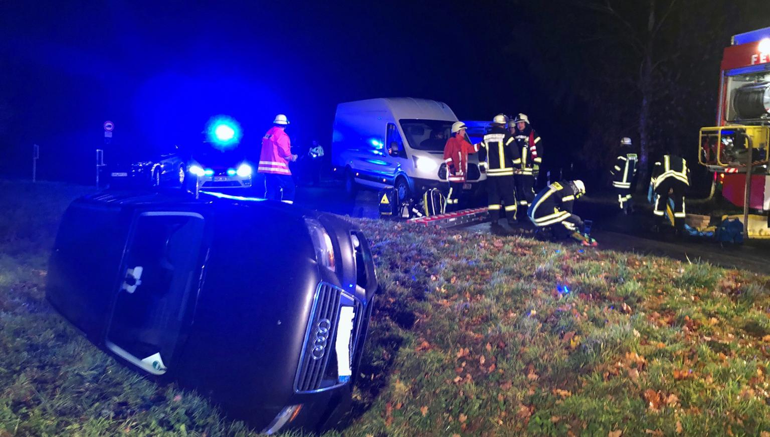 Auto stürzt zwischen Eboldshausen und Edesheim in Graben