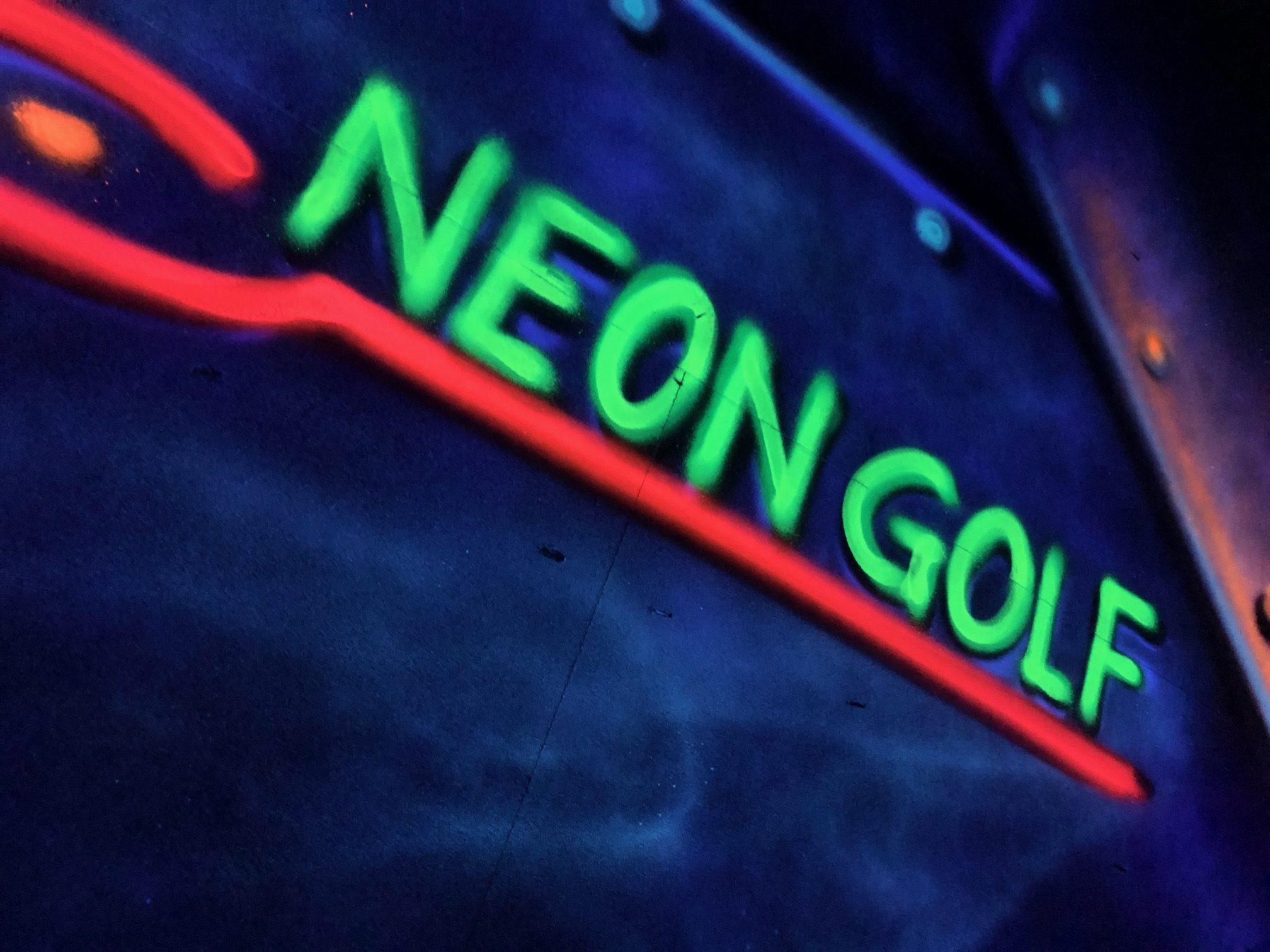 Jugendfeuerwehr Echte spielt Neongolf in Göttingen